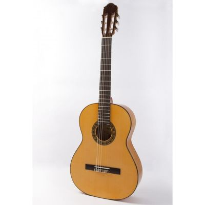 Raimundo 125 Classical Nylon Guitar