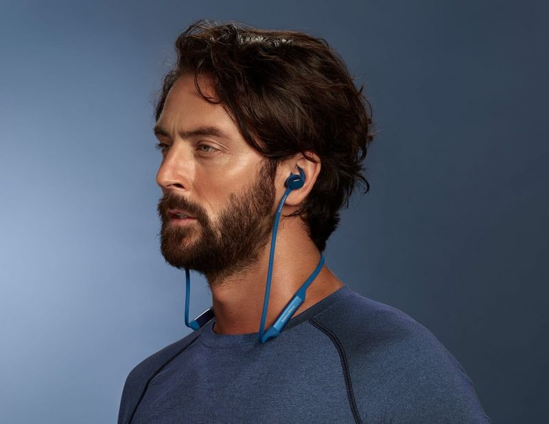 Bowers and Wilkins PI3 headphones, blue